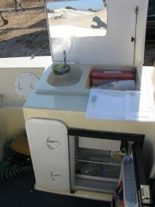Το καπάκι του νεροχύτη με καθρ�πτη. Το ψυγείο κάνει και παγάκια!