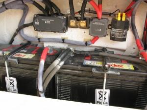 Οι μπαταρίες Service 2 x 110 ΑΗ + 1 x 110 AH για τους κινητήρες