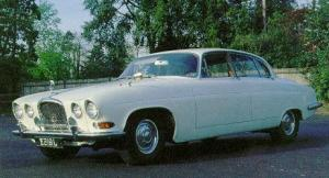 The Jaguar Mark X, 4.2 liter automatic with 245 hp, a luxury sedan of the sixties!