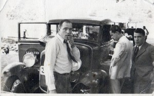 Emmanuel's car bearing the Atwater Kent logo on the doors has broken down ca. 1939. The stress is evident on the faces but also the determination and drive of young Manolis to get things straightened out!