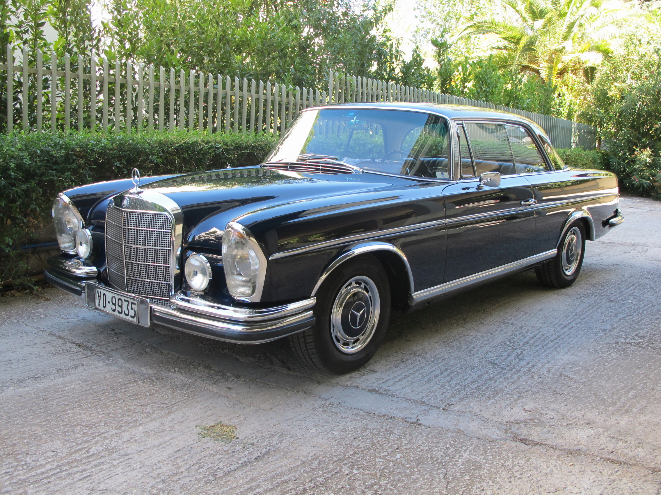 the mercedes 250 se coup is a roller byron riginos weblog. Black Bedroom Furniture Sets. Home Design Ideas
