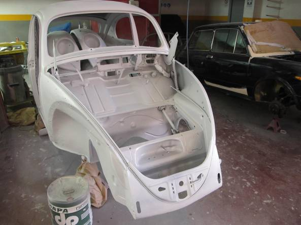 The body shell (and all parts) has been surfaced immediately after the sandblasting.