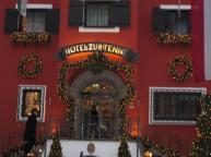 Kitzbuhel street scene: very Christmassy!