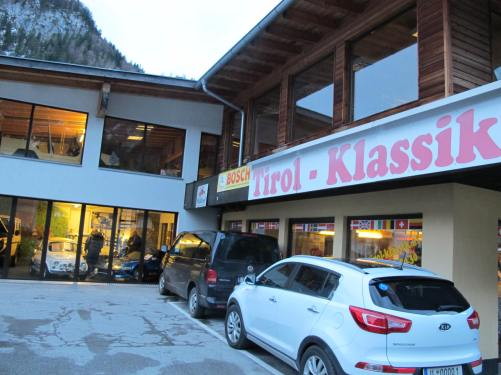 Happy encounter: Tirol Klassik car dealer