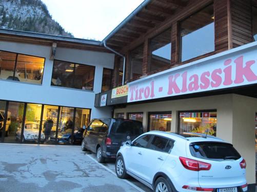 Happy encounter: Tirol Klassik car dealer