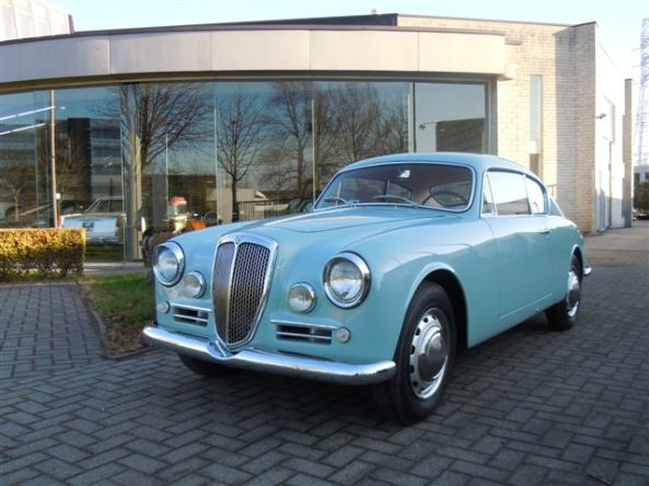 Another 1958 Lancia Aurelia B20 Series VI, painted in Azzurro color. This is how our project car will look like when finished. Perfectly matching with the clear sunny sky of Greece!