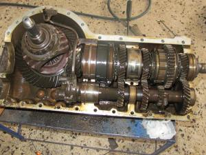 Upon inspecting the transaxle, most of its inner parts were found in pretty good condition. In this photo note the extra lubricating pipe for the pinion gears.