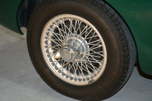 The wire wheels are so desirable and good looking. More so when they are in excellent condition shod with fresh UNIROYAL Rallye rubbers