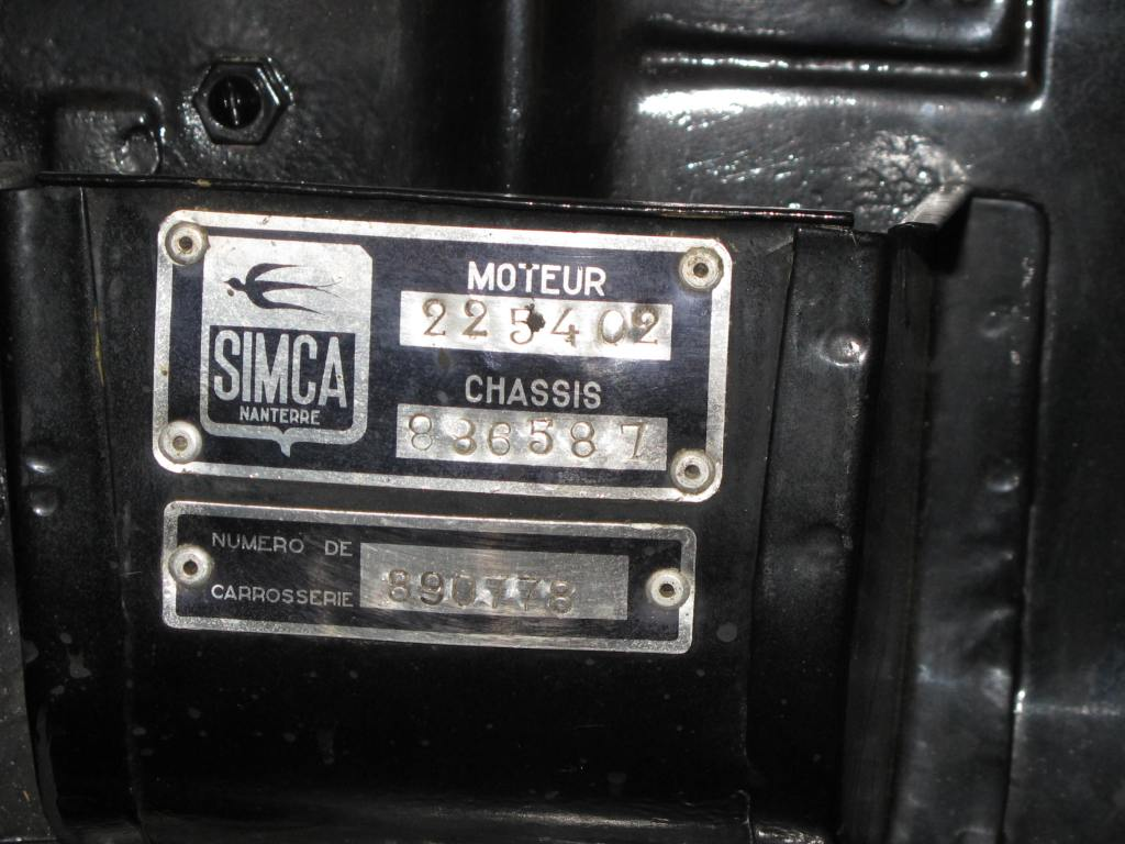 Her nomenclature reads: Chassis No. 886587, Moteur No. 225402 and Carrosserie No. 890778